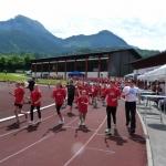 Die Fackelläufer brachten das Olympische Feuer ins Alpenstadion.