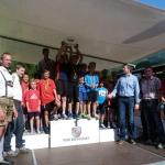 Bei der Siegerehrung überreichte Thomas Hettegger der siegreichen Mannschaft des SKB die Edelweiß-Trophy.